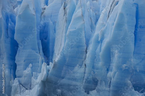 Valokuva  Blue ice cliff of Glacier Grey as it flows into Lago Grey in Torres del Paine Na