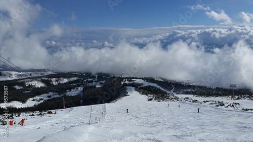 Foto op Plexiglas Arctica Cloudy ski resort
