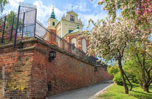 Fototapeta premium Warszawa, widok kościoła św. Anny od strony Mariensztatu