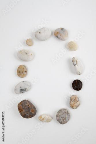 Fotografie, Obraz  Il numero zero realizzato con dei sassi.
