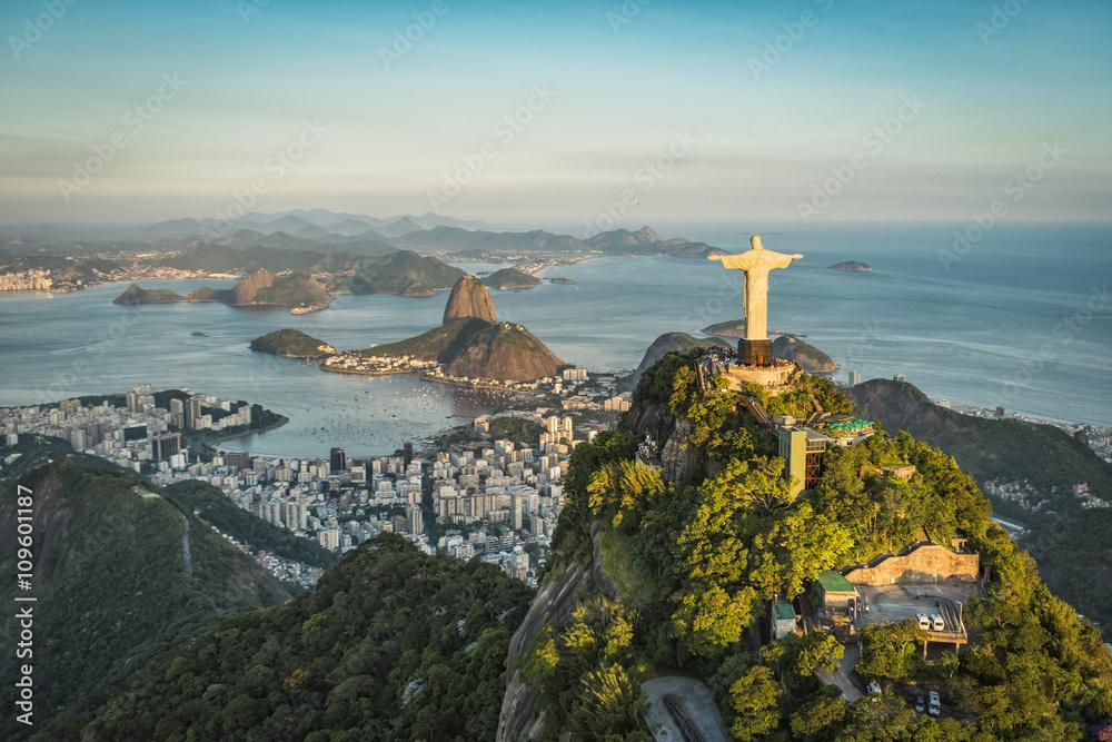Fotografía Vista aérea de Cristo y la Bahía de Botafogo de ángulo ...