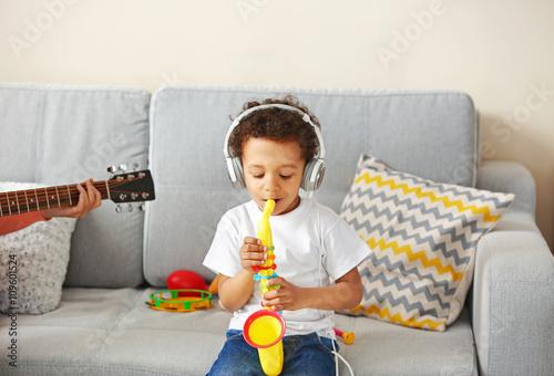 Fotobehang Indiërs Little boy taking off his headphones