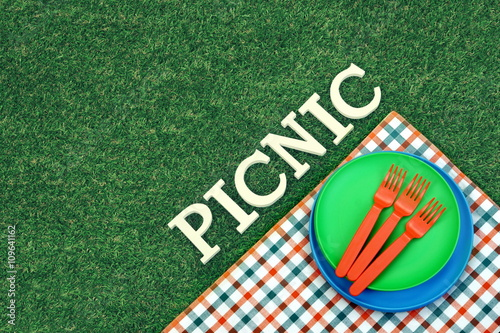 Keuken foto achterwand Picknick White Sign Picnic On The Lawn And Plates