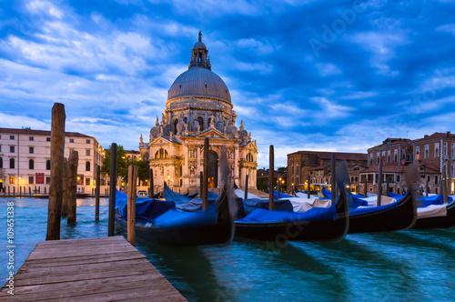 Spoed Foto op Canvas Gondolas Canal Grande and Basilica di Santa Maria della Salute in Venice, Italy
