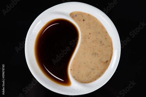 Zdjęcie XXL sos sojowy w talerzu Yin Yang
