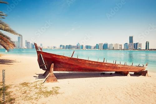 In de dag Abu Dhabi Sunny day in Abu Dhabi