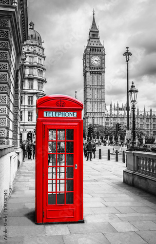 Telefonzelle in London - 109700144