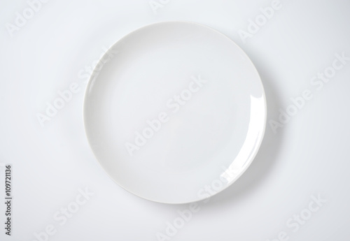 Fotografie, Obraz  Coup shaped white plate