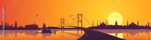 Stampa su Tela Istanbul skyline views, sunset and bridge