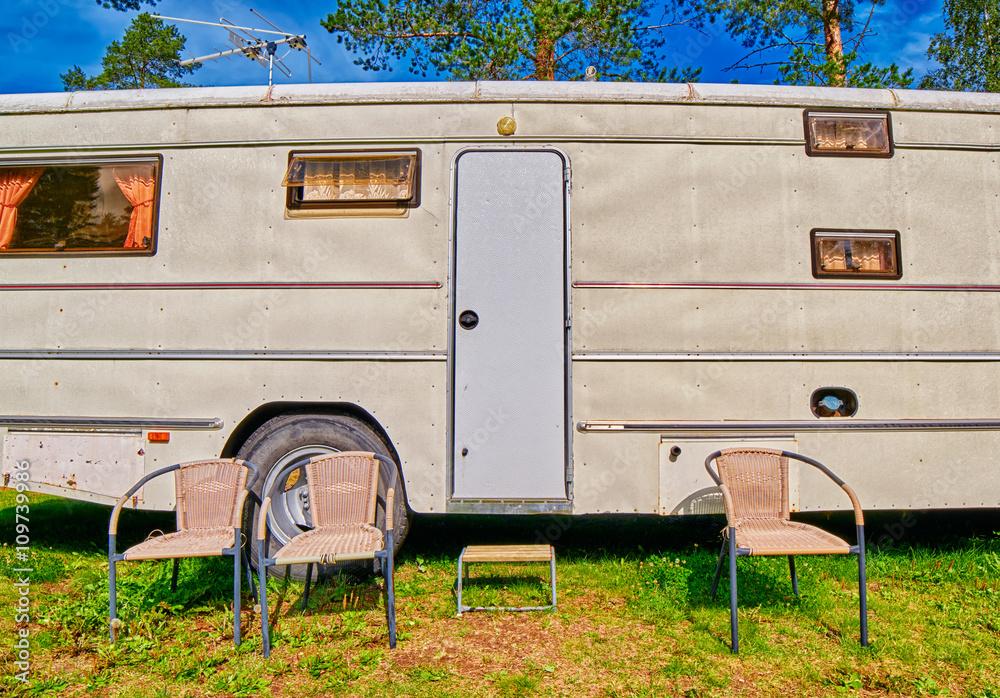 Fotografía Big Old American RV / Camping Car | Europosters.es