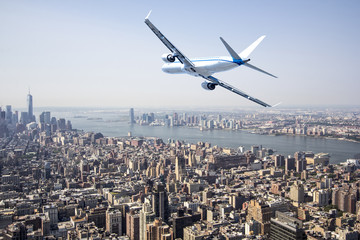 FototapetaAirplane flying over New York City