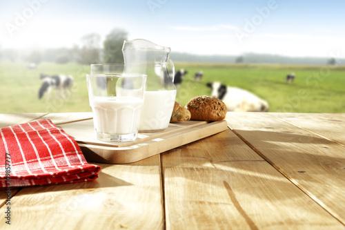 milk and cows Tablou Canvas