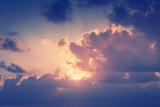 Słoneczny tło nieba w stylu retro vintage - 109862147