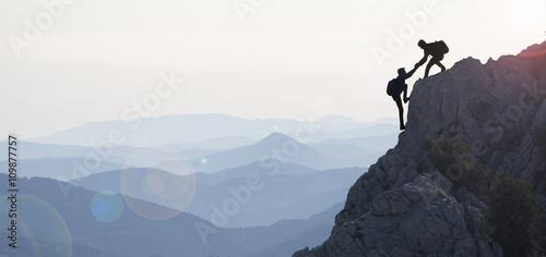 In de dag Alpinisme dağcılık yardımı & dağların zirvesine ulaşmak