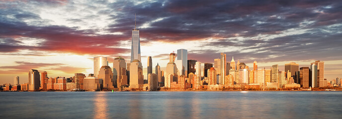 Fototapeta samoprzylepna USA, New York panorama at sunrise
