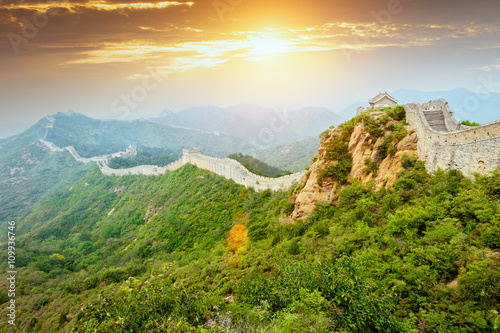 Papiers peints Muraille de Chine The magnificent Great Wall of China in the sunset