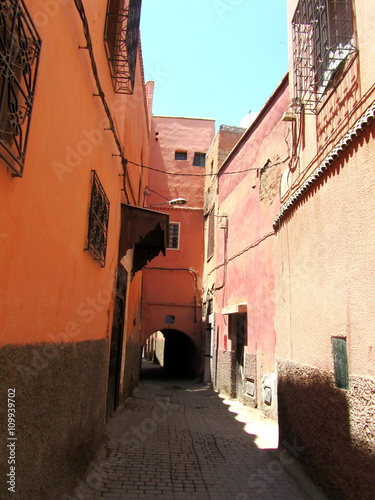 Deurstickers Marokko Alley of Marrakech, the red City