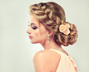 Fototapeta Do fryzjera Beautiful model girl with elegant hairstyle . Beautiy woman with fashion wedding hair and colourful makeup