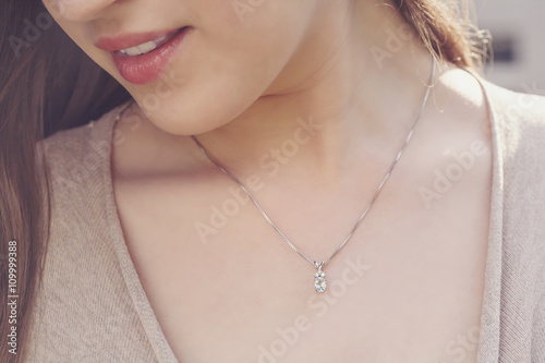 Detal of woman wearing a luxury pendant Fotobehang