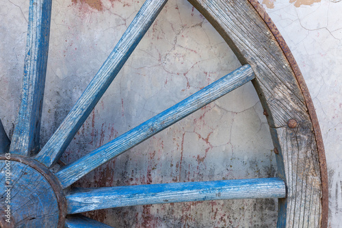 Fototapety, obrazy: Part of old ironed, blue wagon or carriage wheel