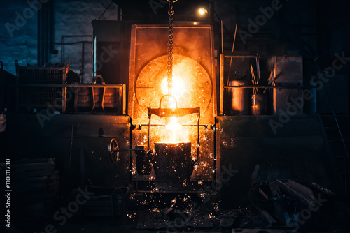 Smelting metal in a metallurgical plant Canvas-taulu