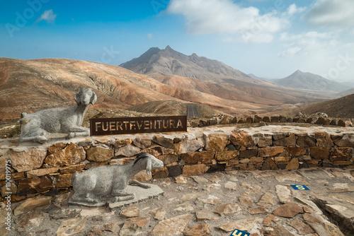 Mirador astronómico con cartel Fuerteventura