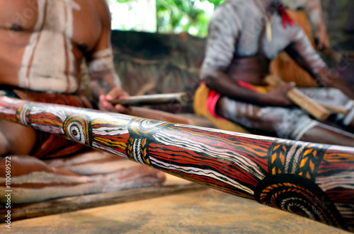 Cadres-photo bureau Océanie Yirrganydji Aboriginal men play Aboriginal music