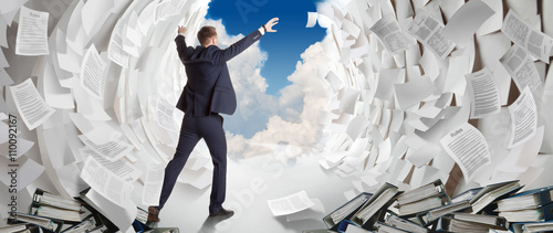 Fotografía  End of heavy office work