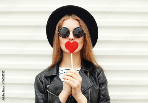 Photographie  Fashion sweet woman having fun with lollipop over white backgrou