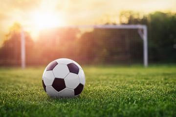 fototapeta piłka nożna w słońcu