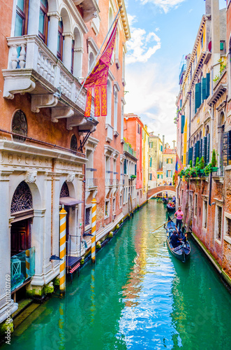 Fototapety, obrazy: View of a narrow channel situated among tall houses in the italian city venice