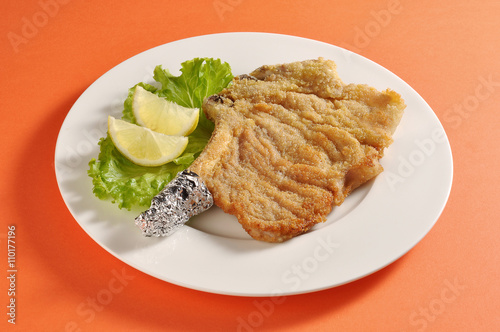 Pinturas sobre lienzo  Plate with breaded cutlet Milanese
