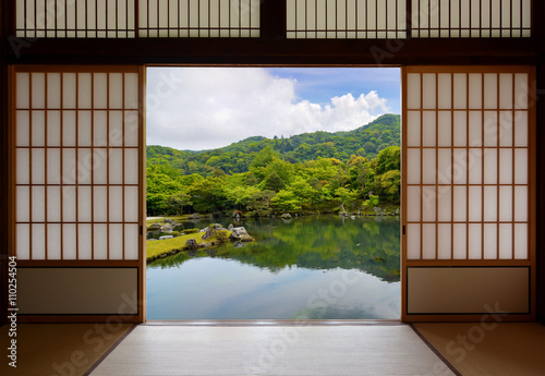Photo  Japanese sliding doors and beautiful pond garden