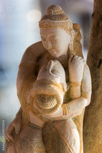 Closeup of Khmer wooden statues of lovers with blurred backgroun - 110258146