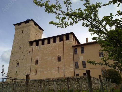 Fotografering  Rocca di Angera dal basso