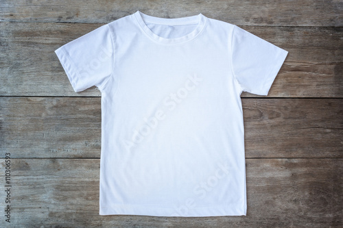 Carta da parati Top view of color T-Shirt on grey wood plank