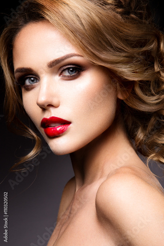 Poster  Close-up portrait of beautiful woman with bright make-up and red lips