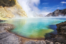 Ijen Lake, The Largest Acidic ...