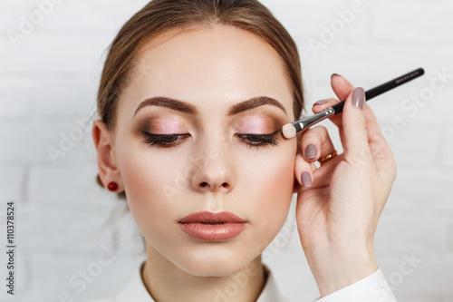 Obraz Make-up artist applying eyeshadow  - fototapety do salonu