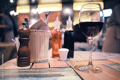 szklo-we-wnetrzu-restauracji