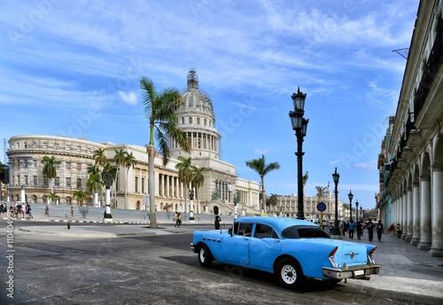 Foto op Aluminium Havana Vintage cars near the Capitol, Havana. Cuba.