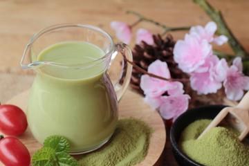 Obraz na płótnie Canvas Matcha green tea and green tea powder.