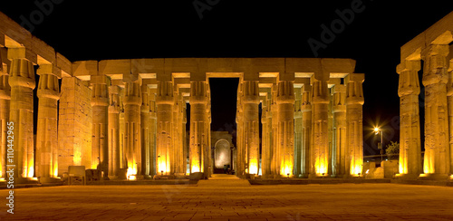Tuinposter Egypte Egypt. Illuminated Luxor Temple. The Peristyle Court of Amenhotep III and Hypostyle Hall