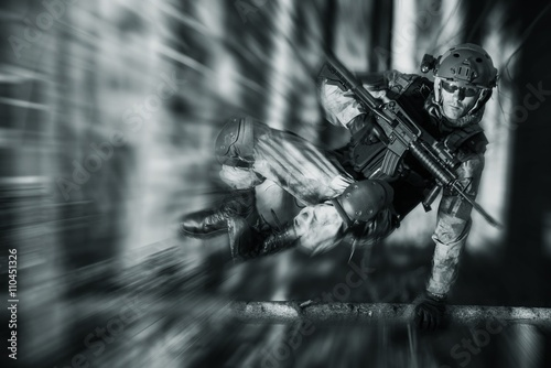 Fotomural  Army Soldier in Action