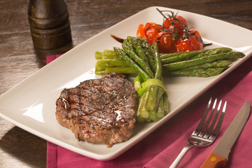 FototapetaGrilled beef tenderloin with vegetables