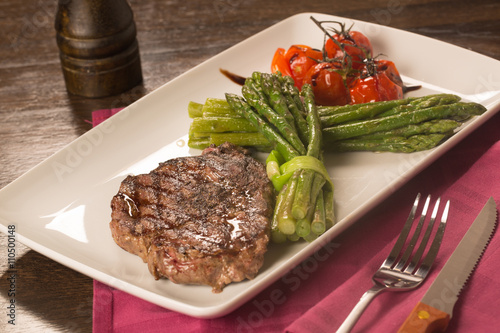 Grilled beef tenderloin with vegetables - 110500148