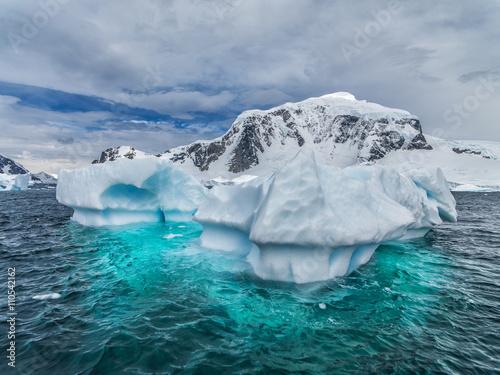 Deurstickers Antarctica iceberg landscapes antarctica