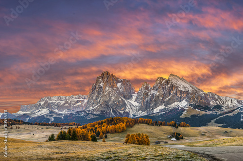 Spoed Foto op Canvas Zalm Autumn Morning in Mountain