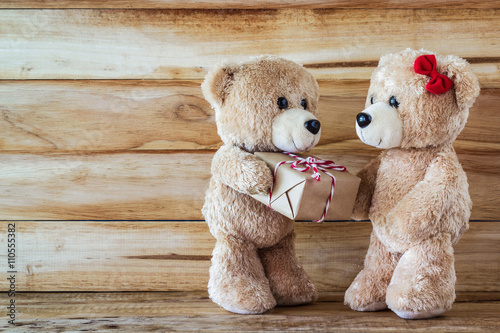 obraz lub plakat Teddy bear have a gift to girl friend