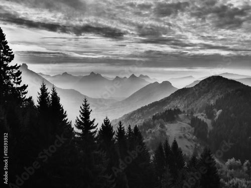 Photo  panorama montagne noir et blanc